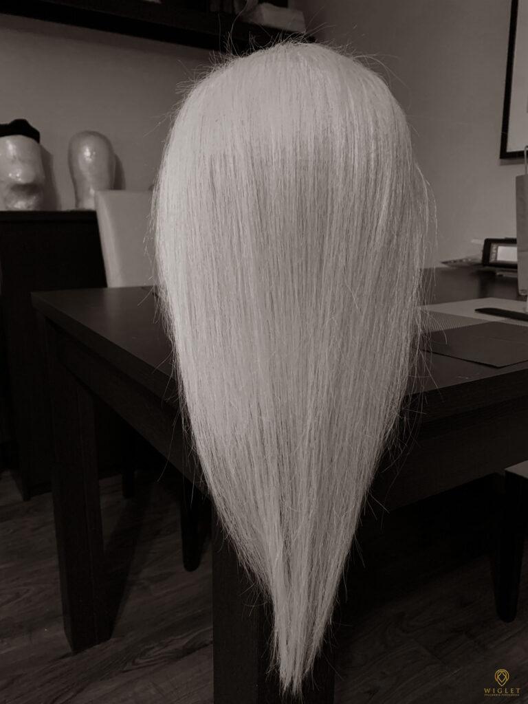 Wiglet Pracownia Perukarska. Nasza peruka. Zdjęcie.